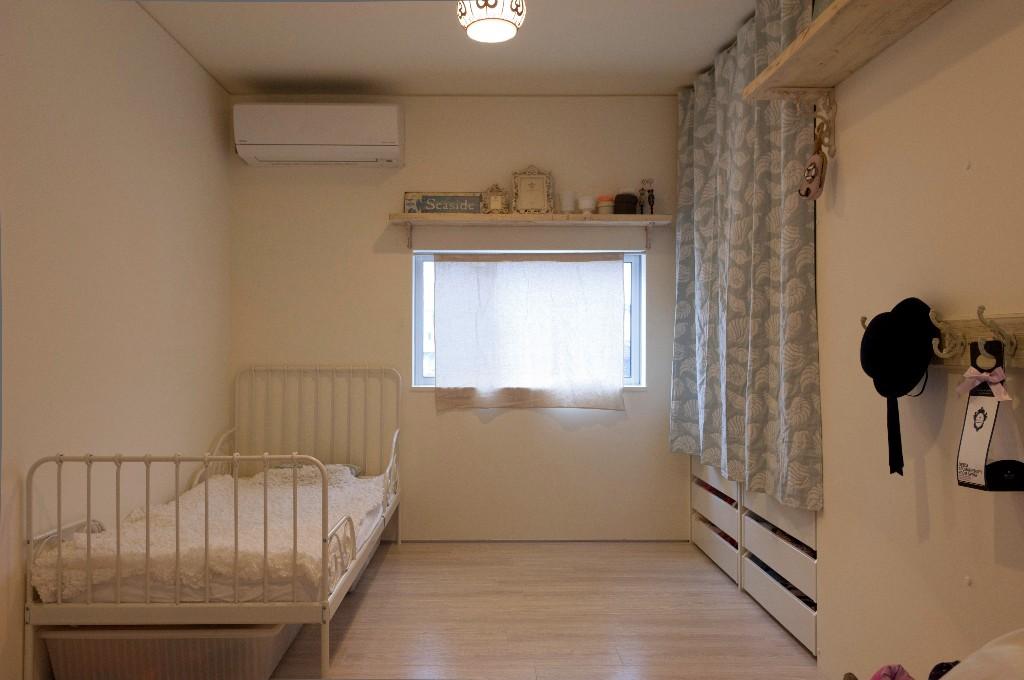 インテリアでシンプルガーリーな子ども部屋 Fevecasaフェブカーサ
