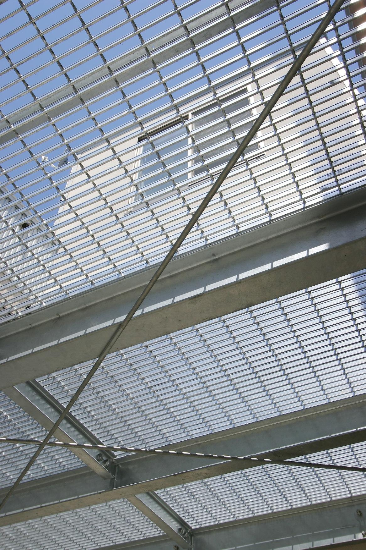 透明な屋根、貴重な床 Fevecasa フェブカーサ