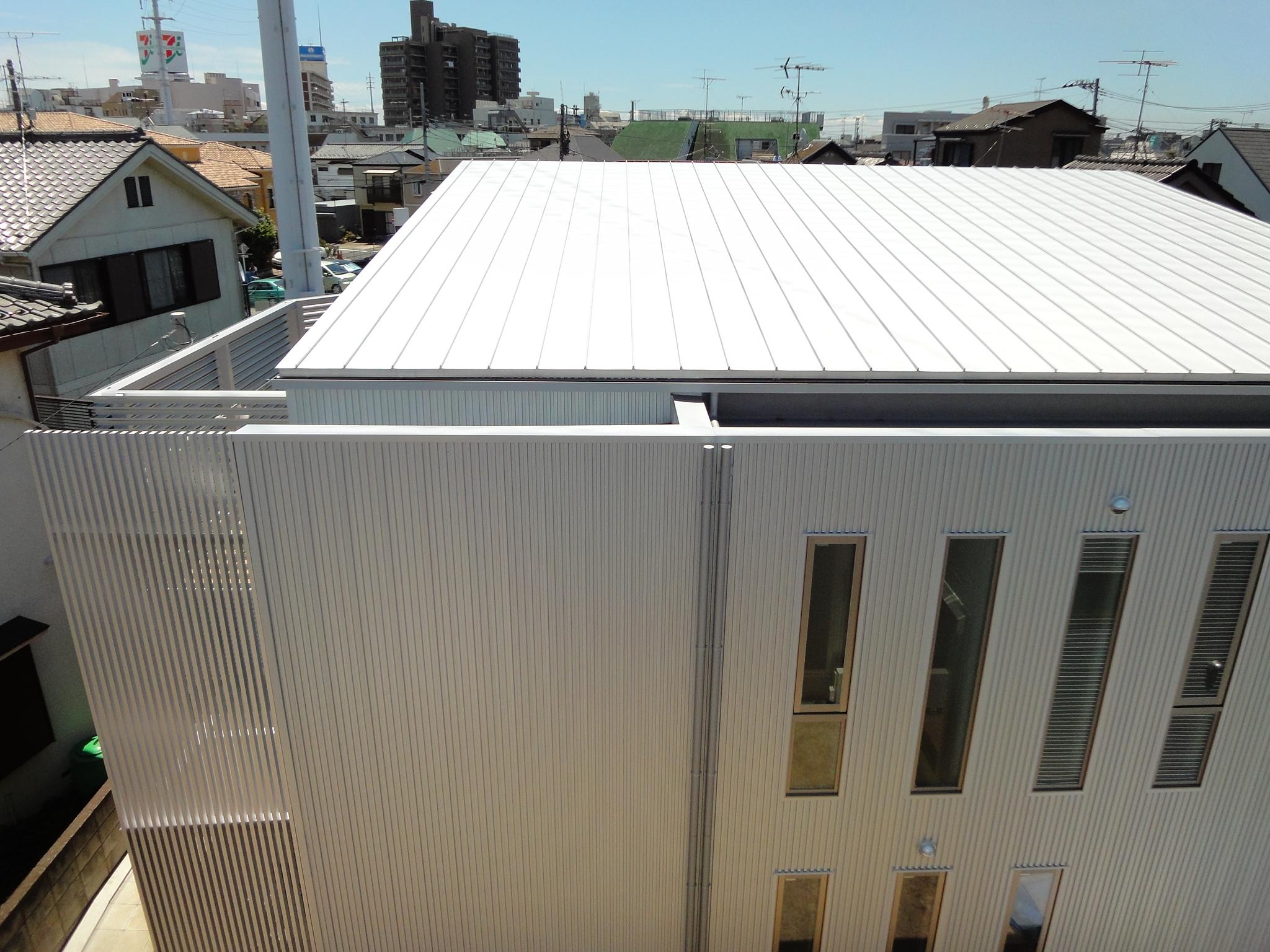 ガルバリウム鋼板屋根とフラットルーフ Fevecasaフェブカーサ