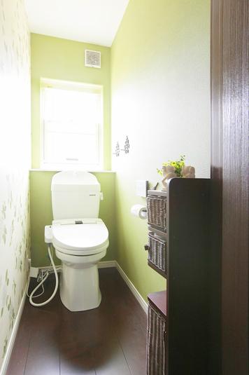 壁紙やインテリアでトイレもおしゃれに Fevecasaフェブカーサ