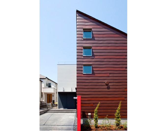 2色のガルバリウム鋼板を張り合わせた外壁 Fevecasaフェブカーサ